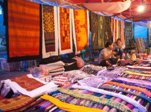 Perderse por el mercado nocturno de Luang Prabang
