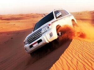coche 4x4 en dunas